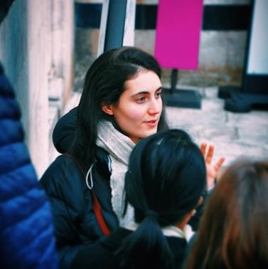 Lavinia, tutor, explaining art history to students